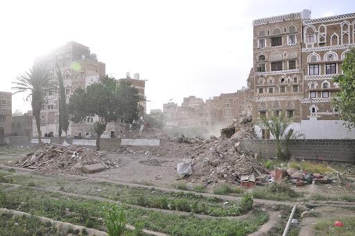 قصف التحالف بقيادة السعودية لصنعاء يعزز من المخاطر المحدقة بمنازلها التاريخية